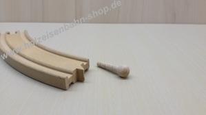 1_Holzeisenbahnschiene-abgebrochener-Holzzapfen